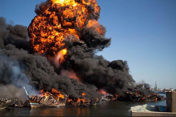 22 شناور در اسکله بندر دیر درآتش سوختند
