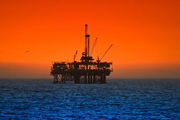 حمایت از نیروی کار بومی و جذب سرمایه خارجی اولویت صنعت نفت